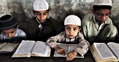 কওমী শিক্ষার নিয়ন্ত্রণ জরুরি